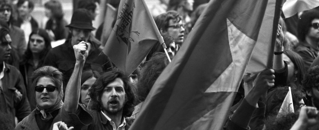 Kent State shootings demonstration: Shouting demonstrators & Vietcong flag, State House, Boston Common