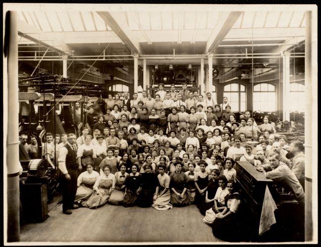 Group of weavers in W. 9 mill