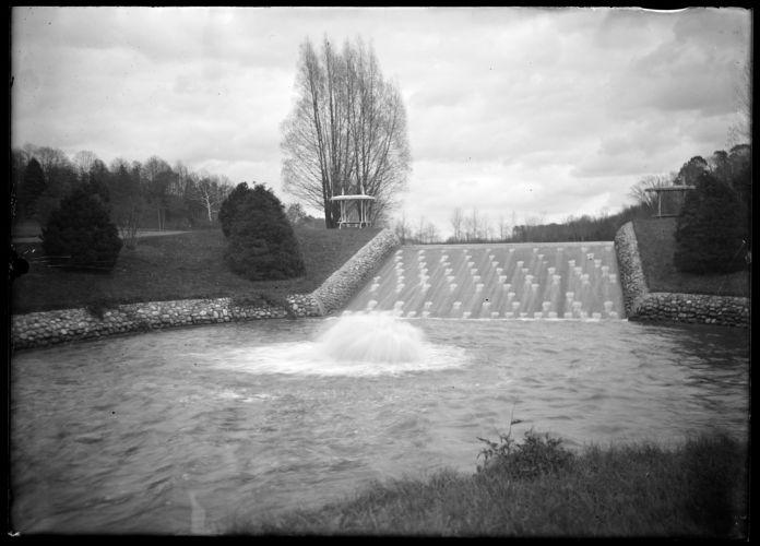 Forest Park, fountain