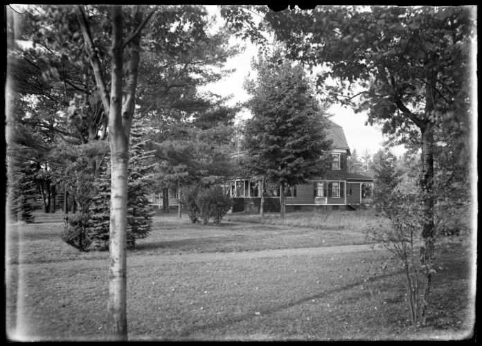 House near Graves South Park Terrace