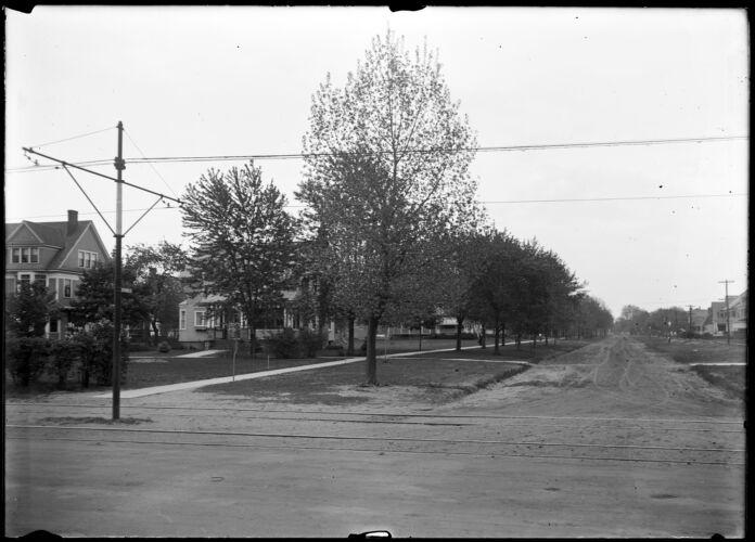 B E Graves - corner of Converse and Main (Lngmdw)