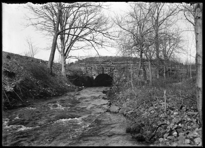 Arch bridge, Wire Village