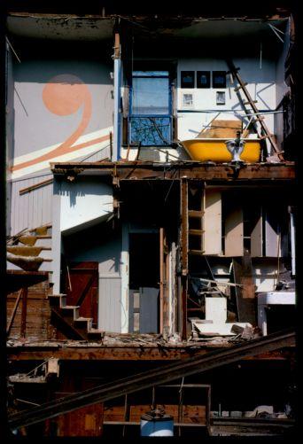 House cut in half during rebuilding, Cambridge