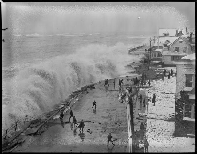 Storm surge in winter, Shore Drive, Winthrop