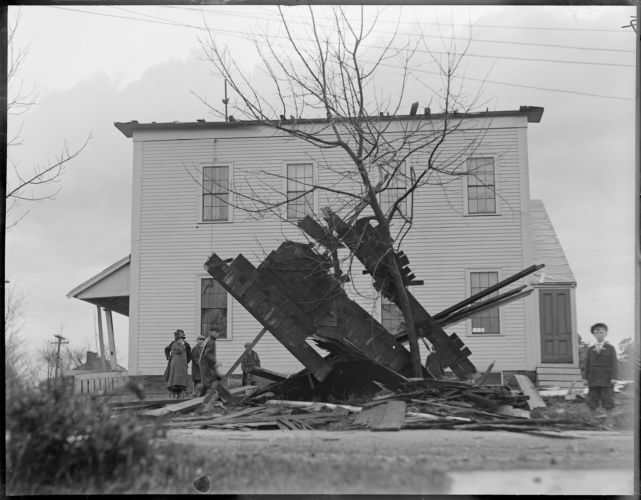 Church steeple blows off and crushes car, Woburn hurricane