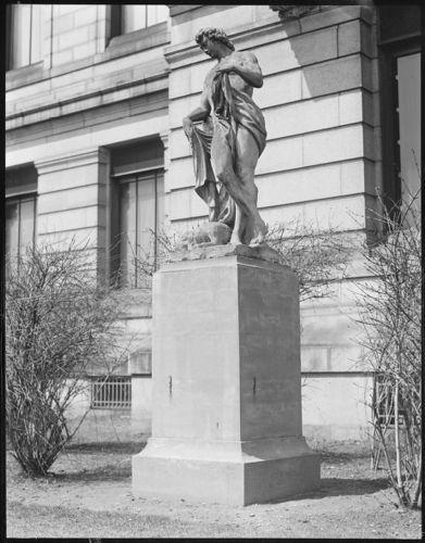 Statue, M.F.A.