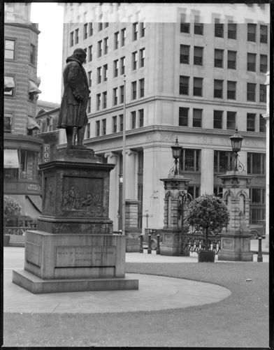 City Hall statue of Ben Franklin