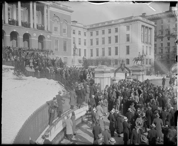 Beacon St. State House (crowd, celebrity?)