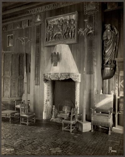 Boston Fenway Court. Gothic room fireplace