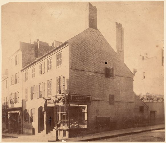 Old building on Prince St. Built 1770, and used by the British during the Revolution as a hospital