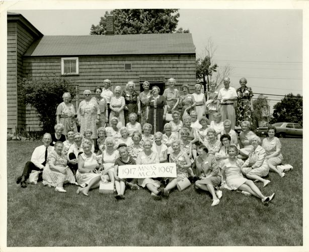 Portrait of alumnae class of 1917