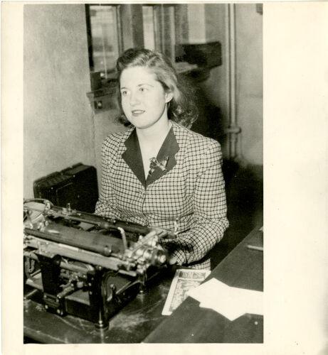 Student at typewritter