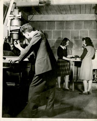 Students in the darkroom