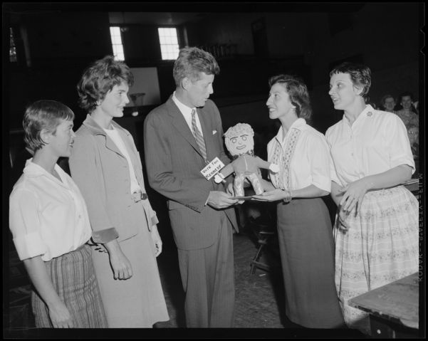 JFK & Jackie receive an unusual gift during campaign on the North Shore