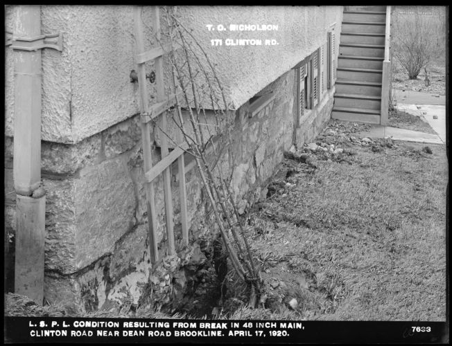 Distribution Department, Low Service Pipe Lines, condition resulting from break in 48-inch main, Clinton Road near Dean Road, Brookline, Mass., Apr. 17, 1920