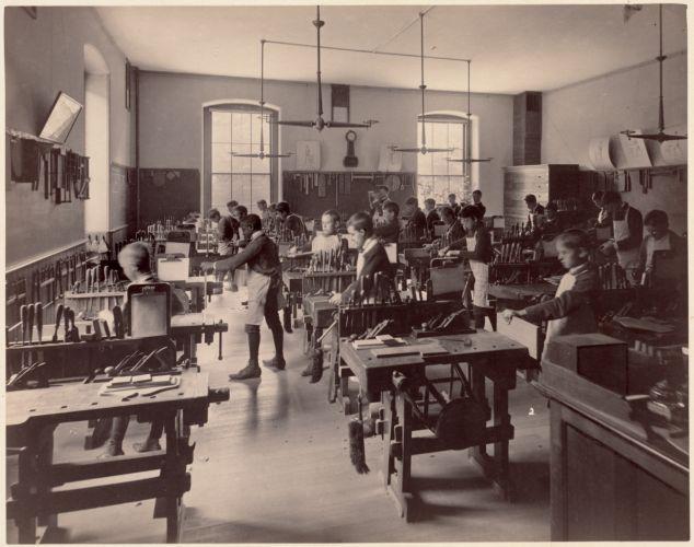 Dwight School - interior - shop classroom