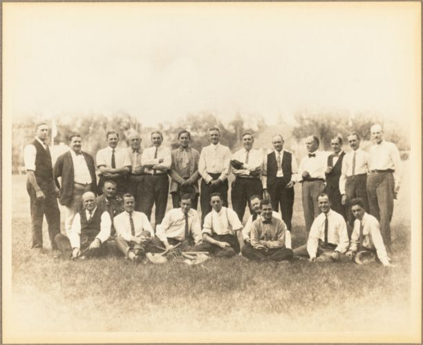 A group of executives, foremen, and salesmen in 1910