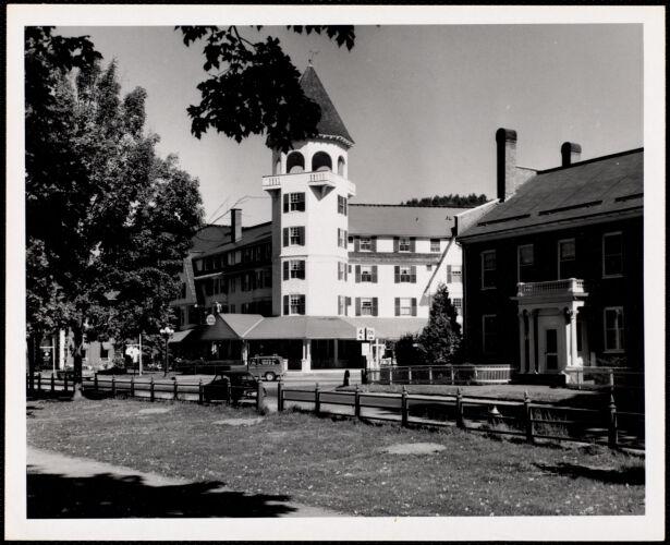 Woodstock, Vt. - village green Woodstock Inn -