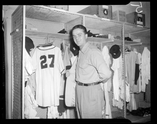 Willard Marshall in the Braves clubhouse