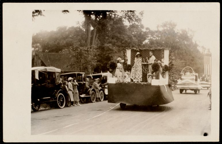 1922 4th of July Parade: 1790 costumes float & Liberty Bell
