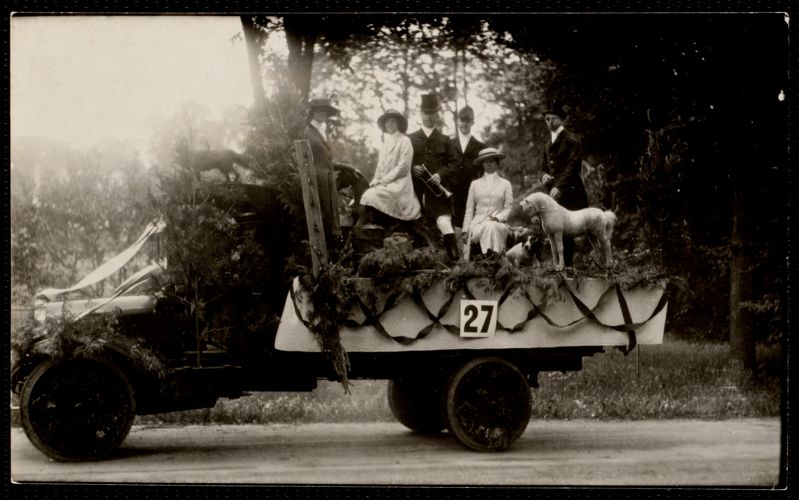 1922 4th of July Parade: hunt float