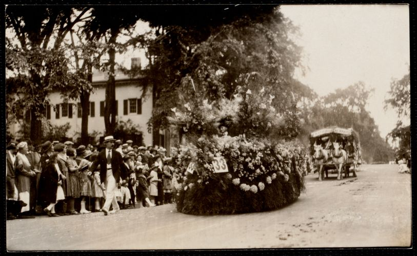 1922 4th of July Parade: Horticultural float