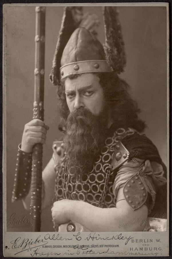 Allen C. Hinckley. Hagen in Gotterdammerung