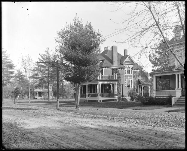 Woodlawn Avenue, Perrine